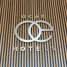 Logo »Ocak Hotels« im Foyer